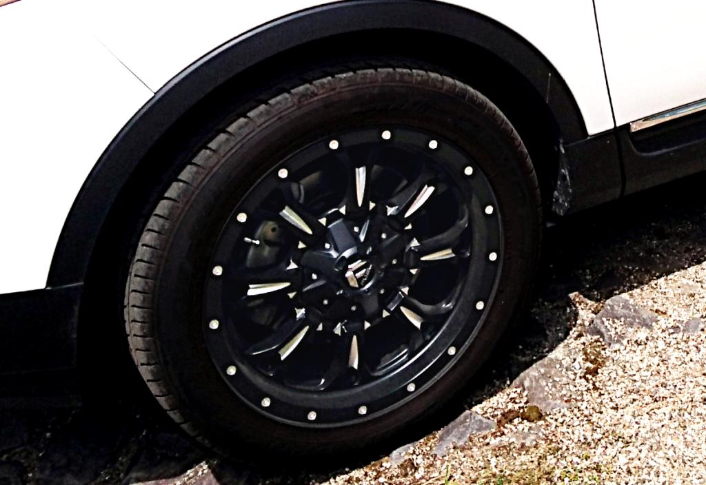 フォード エクスプローラー x FUEL OFF-ROAD D517 クランク 20インチ