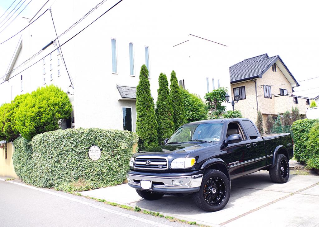 USトヨタ タンドラ x KMC XD795 ホス 20インチ