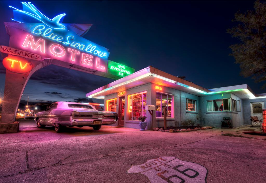 アメ車の似合うアメリカの風景「ルート66沿いのモーテル」