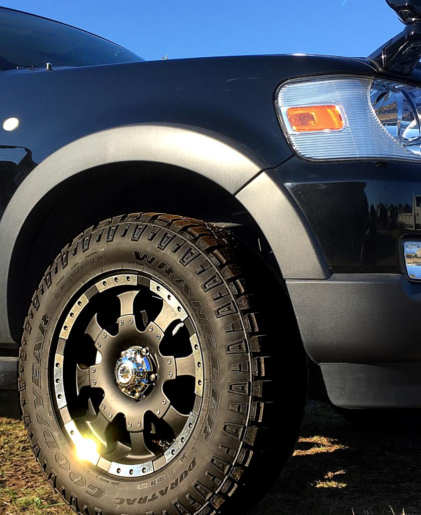 エクスプローラー スポーツトラック x ウルトラ223Bゴライアス 17インチ