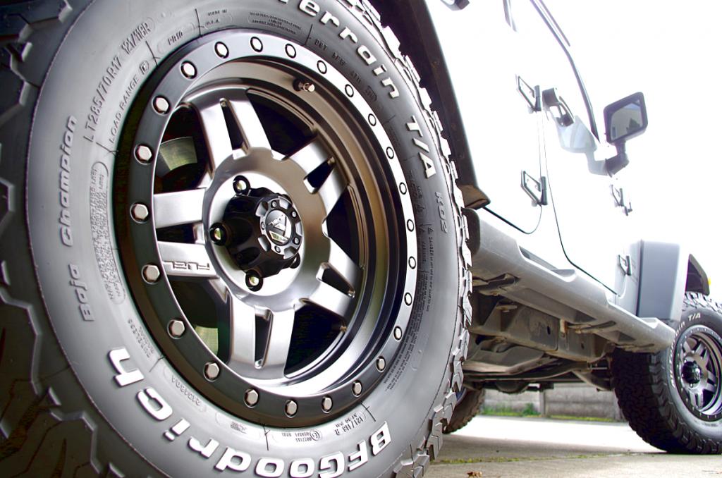 ジープ JKラングラー X フューエルオフロード D558 アンツァ 17インチ